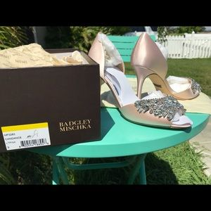 Badgley Mischka blush color size 9 perfect heels